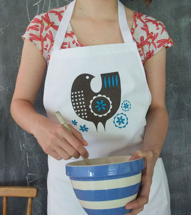 Adult_apron_lucy