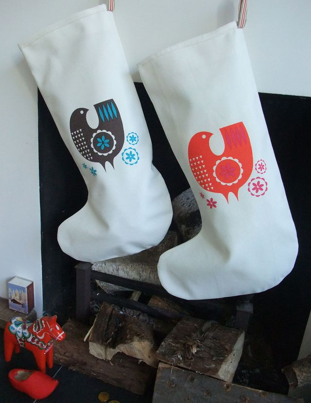 Stockings_on_fireplace